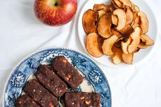 o que levar no avião Picnic Snacks, Breakfast Snacks, Green Life, Vegan, Healthy Recipes, Healthy Food, Sausage, Healthy Lifestyle, Deserts