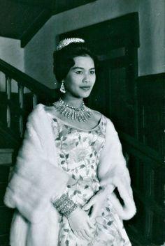 ต่างชาติยกย่อง!! ควีนสิริกิติ์ พระราชินีแห่งสยาม พระสิริโฉมงดงามที่สุดในโลก...ขอบคุณเจ้าของภาพ - 15