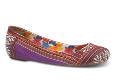 TOMS now has ballet flats! And this pair just trills spring. Who couldn't be happy while wearing these?