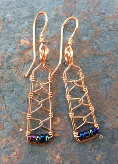 These handmade copper earrings are rectangle frames wire wrapped with metallic blue iris glass beads and a chain link pattern. Each rectangle frame is carefully shaped and hammered by hand to strengthen. Fine gauge copper wire is used to secure. Wire Wrapped Earrings, Copper Earrings, Copper Jewelry, Beaded Earrings, Boho Jewelry, Jewelry Crafts, Beaded Jewelry, Vintage Jewelry, Turquoise Jewelry