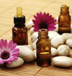 Ecco un elenco di 14 rimedi naturali, a base di oli essenziali, che possono aiutarvi a combattere i disturbi del corpo e dell'umore...