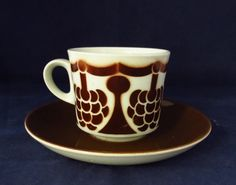 Arabia of Finland Marja coffee cup and by Nordicvintagedesigns Coffee Cups And Saucers, Cup And Saucer, Tea Cups, Wheatgrass Juicer, Kitchenware, Tableware, Marimekko, Earthenware, Scandinavian Design