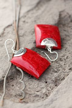 #giftstogift #festivecheer #earrings