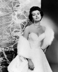 Old Hollywood Glamour- Sophia Loren Old Hollywood Glamour, Hollywood Fashion, Vintage Glamour, Classic Hollywood, Hollywood Dress, Hollywood Party, Brigitte Bardot, Carlo Ponti, Jean Shrimpton