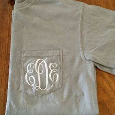 #monogram #theinitialedlife #comfortcolors #pockettee