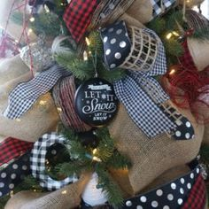 Buffalo check Christmas decor living room tree how to decorate a natural and casual tree Ribbon On Christmas Tree, Christmas Paper, Christmas Tree Toppers, Christmas Tree Decorations, Christmas Lights, Christmas Wreaths, Christmas Crafts, Christmas Onesie, Christmas Background