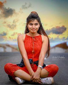 Beautiful Girl In India, Beautiful Women Pictures, Beautiful Girl Photo, Beautiful Indian Actress, New Girl Photo, Girl Photo Poses, Girl Photography Poses, Cute Young Girl, Cute Girls