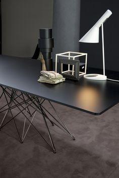 Disordine ordinato e leggerezza caratterizzano Octa Bonaldo, un tavolo decisamente importante, inconsueto ed elegante.