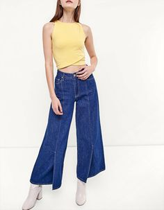 https://www.stradivarius.com/ba/woman/clothing/t-shirts/view-all/cropped-t-shirt-c1020047036p300169028.html?colorId=300