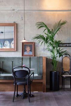 성수동 카페 리빙 쇼룸 '호스팅 하우스(hosting house)' : 네이버 블로그 Bakery Shop Interior, Coffee Shop Interior Design, Restaurant Interior Design, Cafe Interior, Cafe Design, Bar Pub, Banquette Seating, Restaurant Furniture, Concrete Wall