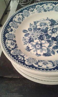 Drift store findings: blue and white porcelain plates  Romppala - kotoilua ja puutarhanhoitoa
