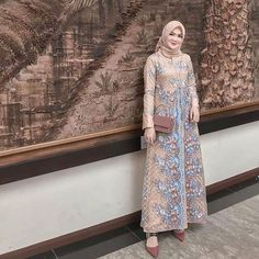 Model Dress brukat untuk lebaran 2020 – ND Hijab Prom Dress, Dress Brukat, Party Gown Dress, Hijab Style Dress, Muslim Dress, Batik Dress, Dress Outfits, Dresses, Gaun Dress