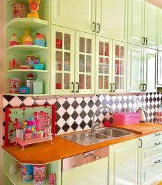 Amazing ideas choosing a retro kitchen sink for a modern kitchen 10 Home Decor Kitchen, New Kitchen, Vintage Kitchen, Home Kitchens, Kitchen Dining, Kitchen Sink, Pastel House, Retro Home, Design Case
