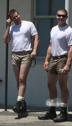 Bradley Cooper Lederhosen, Bradley Cooper, Sporty, Male Celebrities, People, Nice, Style, Fashion, Swag