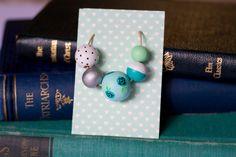 Bluebird: Collana di perle in legno dipinte a mano