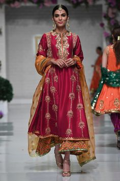 Dress Style Pakistani, Pakistani Wedding Outfits, Pakistani Bridal Dresses, Indian Outfits, Embroidery Suits Punjabi, Embroidery Suits Design, Zardozi Embroidery, Embroidery Motifs, Indian Designer Suits