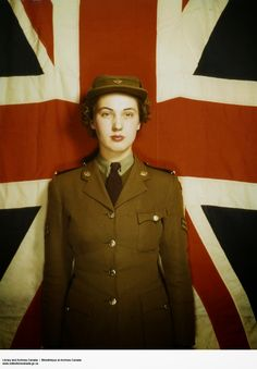 vintage everyday: Beautiful Color Pictures of Canadian Women's Army Corps during The World War II ~