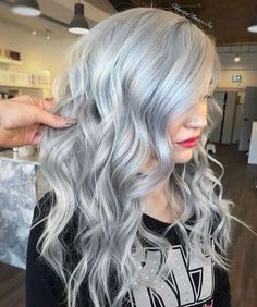 Long Wavy Hairstyle Edgy Blonde Hair, Silver Blonde Hair, Wavy Hair, Emo Hair, Blonde Color, Platinum Silver Hair Color, Silver Color, Pelo Color Plata, Hair Colors