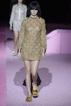 Pin for Later: Kendall Jenner herrscht über Paris... und den Rest der Fashion Weeks Sie lief in den besten Shows in New York Angefangen bei Marc Jacobs, wo sie an der Seite von Star-Models wie Gigi Hadid, Adriana Lima und Karlie Kloss über den Laufsteg lief.