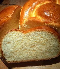 Non è un pan brioche ma neppure un pane semplice, la treccia svizzera è un mix ben riuscito , buonissima con la marmellata ma altrettanto con il salato... My Favorite Food, Favorite Recipes, Croissant Recipe, Best Banana Bread, Party Finger Foods, Pan Dulce, Almond Cakes, Croissants, Snacks