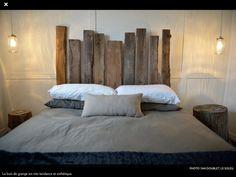 Idée de chambre pas trop chère :-) tête de lit en bois de grange et bûches/tables de chevets