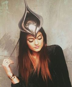 How to get the perfect cat eye liner like Kylie Jenner! Of course, her hair is perfect, too.