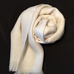 Stole 70% cashmere / 30% silk white. woven on antique looms - measures 70x200 Stole for men and women 100% Made in Italy - Il Cortiletto - Fashion - Women - other - Reputeka - Il Cortiletto - Fashion - Woman - Other - Reputeka