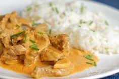 Máte rádi dobré maso, skvělou omáčku a ještě do toho rychlou přípravu? Hovězí stroganov s rýži splňuje úplně všechno a jsem si jistá, že si ho zamilujete. Thai Red Curry, Menu, Cooking Recipes, Ethnic Recipes, Menu Board Design, Chef Recipes, Recipies, Recipes
