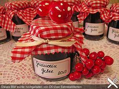 Mulled wine jelly, a popular recipe from the Breakfast category. Wine Jelly, Jam And Jelly, Jelly Jelly, Chutneys, Jam Recipes, Cooking Recipes, Diy Candle Lantern, Mulled Wine, Popular Recipes