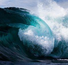 Los momentos son olas del tiempo. Cada cuerpo es una playa (Ali Ahmad Said Esber)  #surf #surfing #surfer #ola #wave #agua #water #playa #beach #oceano #ocean #australia #tube #nsw #barrel // Fot.: D. Field