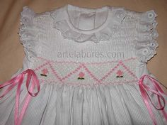 Punt Smock... --detall del brodat--  -http://bordados.artelabores.com/smock/vestido-blanco-smock-rosa.jpg