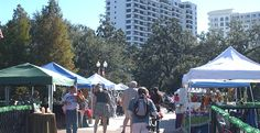 When the calendar moves to October, it is not too early to start planning for Halloween. Head to the Orlando Farmers Market at Lake Eola Park to search for your family's pumpkin. The farmers market is held each Sunday in the southeast corner of the park and features fresh fruits and vegetables, food carts and art.