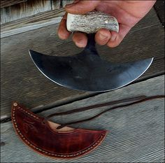 High carbon steel recovered from lumber mill bandsaw blade. Types Of Knives, Knives And Tools, Knives And Swords, Ulu Knife, Blacksmithing Knives, Skinning Knife, Deer Horns, Handmade Knives, High Carbon Steel