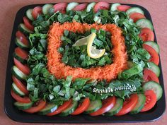 I love salad decoration. I hope you have these ornament patterns … - Salat Veggie Tray, Vegetable Salad, Salad Dressing Recipes, Salad Recipes, Iran Food, Cooking For A Crowd, Food Garnishes, Fruit Dishes, Food Platters