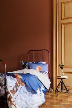 Luomupuuvillasta valmistettua pussilakanasettiä koristaa Rudolf Koivun piirrustusten pohjalta tehty kuosi. Bed, Furniture, Home Decor, Products, Decoration Home, Stream Bed, Room Decor, Home Furnishings, Beds