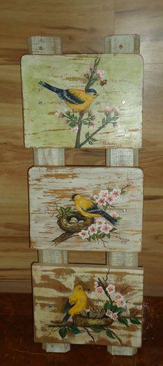 PASSAROS;pintura PVA na madeira -                                                                                                                                                                                 More