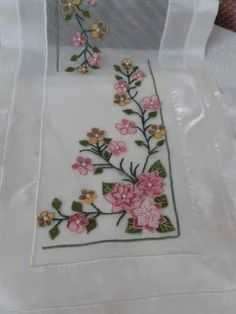 This Pin was discovered by Bah Hand Embroidery, Embroidery Designs, Point Lace, Lace Flowers, Table Runners, Needlepoint, Textiles, Knit Crochet, Diy And Crafts