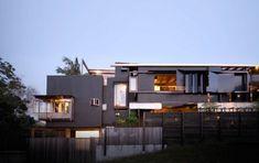 modernes wohnhaus australien schmal fassade balkons fenster