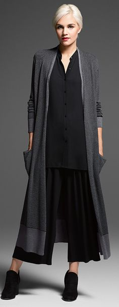 Shop women's casual clothing that effortlessly combines timeless, elegant lines with eco-friendly fabrics from EILEEN FISHER. 50 Fashion, Fashion Brands, Fashion Dresses, Womens Fashion, Fashion Design, Mode Outfits, Fall Outfits, Black Outfits, Quoi Porter