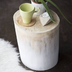 3 Practical and Stylish Small Space Decor Projects: DIY Natural Ombre Stump Table Drink Bar, Fixer Upper Style, Coffee Table With Stools, Coffee Tables, Tree Stump Side Table, Rustic Side Table, Diy Ombre, Decorating Small Spaces, Do It Yourself Home