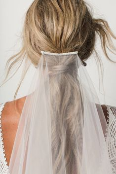 Kinga veil wedding wedding gowns, veil hairstyles, wedding h Veil Hairstyles, Wedding Hairstyles, Wedding Designs, Wedding Styles, Wedding Ideas, Wedding Planning, Side Plait, Parisian Wedding, Wedding Veils