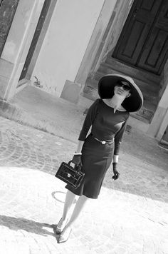 """Fashion blogger RetroCat with an outfit inspired by Audrey Hepburn's  vintage look in """"Breakfast at Tiffany's"""""""