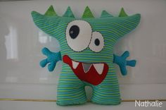 Auch ein Mr. Zacky darf Arme haben, gleiches Recht für alle ... Baby Crafts, Cute Crafts, Felt Crafts, Sewing Toys, Sewing Crafts, Sewing Projects, Monster Birthday Parties, Ugly Dolls, Sock Dolls