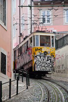 Ascensor da Glória, Lisboa, Portugal - Arquitetura e lugares | Osvaldo Furiatto Fotografia e Design