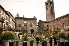 Bergamo piazza vecchia in fiore