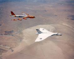 Vulcan & B-52  AGM-48 Skybolt trials, Edwards AFB, 1961via: Kemon01