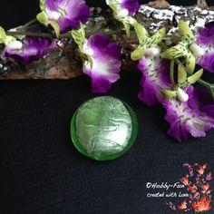 """1 runde Glasperle """"Hellgrün"""". Für viele kreative Ideen geeignet. Diese Perle ist eine absolute Augenweide!!!"""