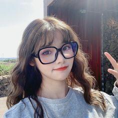 Cute Glasses, Grunge Girl, Ulzzang Girl, Asian Girl, Forbidden Fruit, Poses, Beautiful, Board, Happy