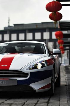Aston Martin.Luxury, amazing, fast, dream, beautiful,awesome, expensive, exclusive car. Coche negro lujoso, increible, rápido, guapo, fantástico, caro, exclusivo.