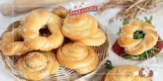 GIRELLE DI PAN BRIOCHE AL FORMAGGIO Italian Cookies, Italian Desserts, Italian Recipes, Bread Recipes, New Recipes, Biscotti Cookies, Bread Bun, Bread And Pastries, Easter Recipes